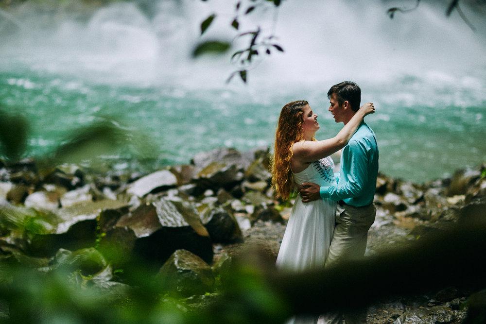 Engagement_La_Fortuna_Waterfall 07.jpg