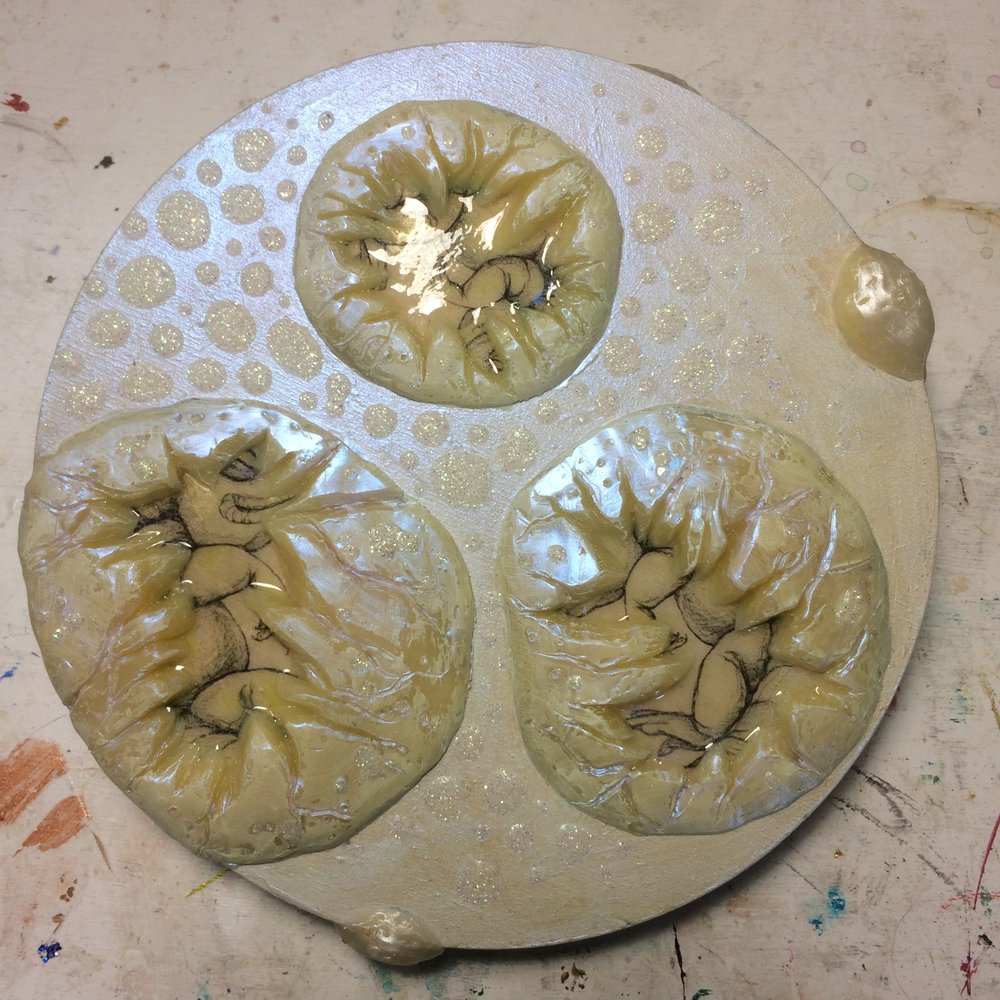 (K) Wax eggs, pearl pan pastel. (A) Highlighted lizards. Paint around pebbles with Antique Gold and Parchment.