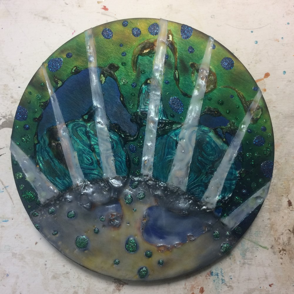 (K) Enhanced moon, rays of wax.