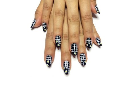 NAILS OF THE WEEK: The Fall Graphic Grid Manicure  (EBONY)