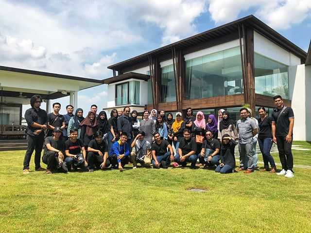 It was such a pleasure to welcome #architecturestudents from the Faculty of Architecture and Ekistiks at the University of Malaysia Kelantan to our office and a tour of one of our projects. #exhalegroup #alwayskeeplearning #students #architecture #interiordesign #university #fieldtrip