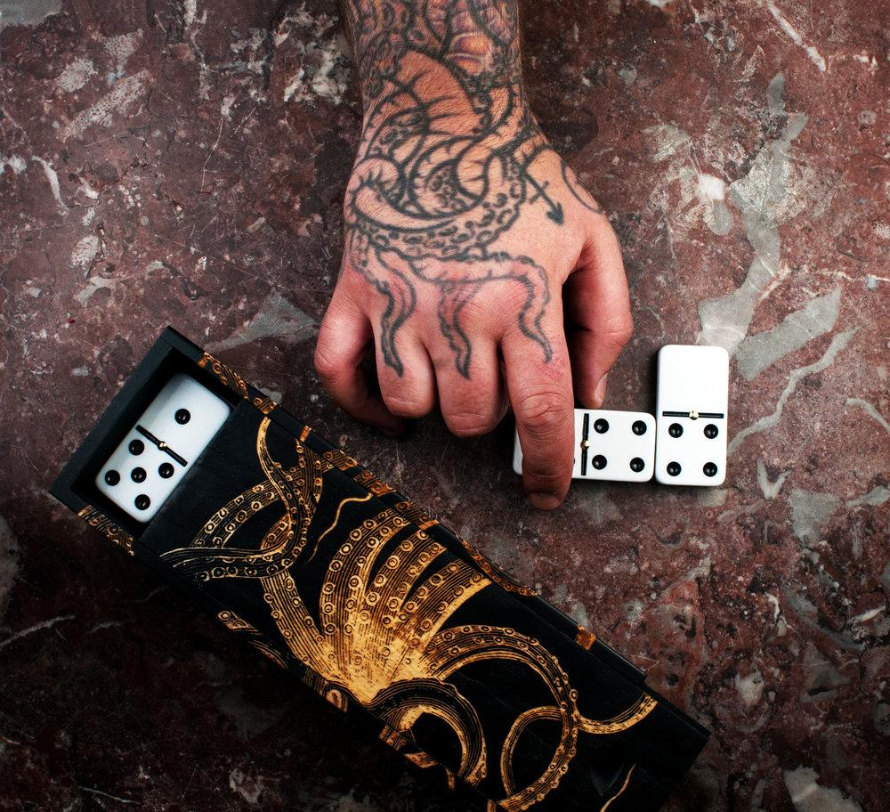 DOMINO SETS & GAMES