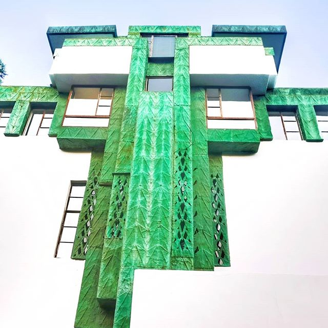 Little green he's a non-conformer🐉  #frankllyodwright #architecture #jonimitchell #verde