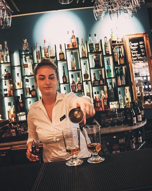 Ännu en skön sommar-tisdag! Kom in till oss, slå dig ner på uteserveringen och njut av god mat & dryck. 🍹 #heartssthlm #hotelcstockholm #hearts_sthlm