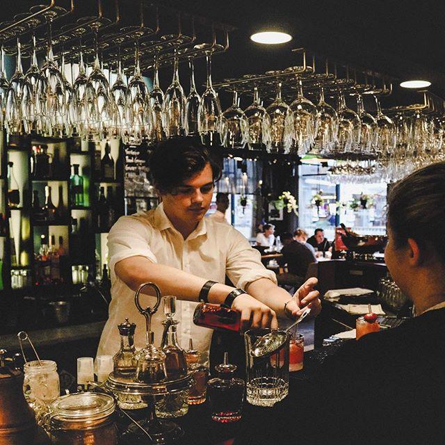 DRINK O'CLOCK! Kom in och njut av en onsdags-cocktail 🍸🍹🍾 . #heartssthlm #hearts_sthlm #stockholmstartshere #hotelcstockholm