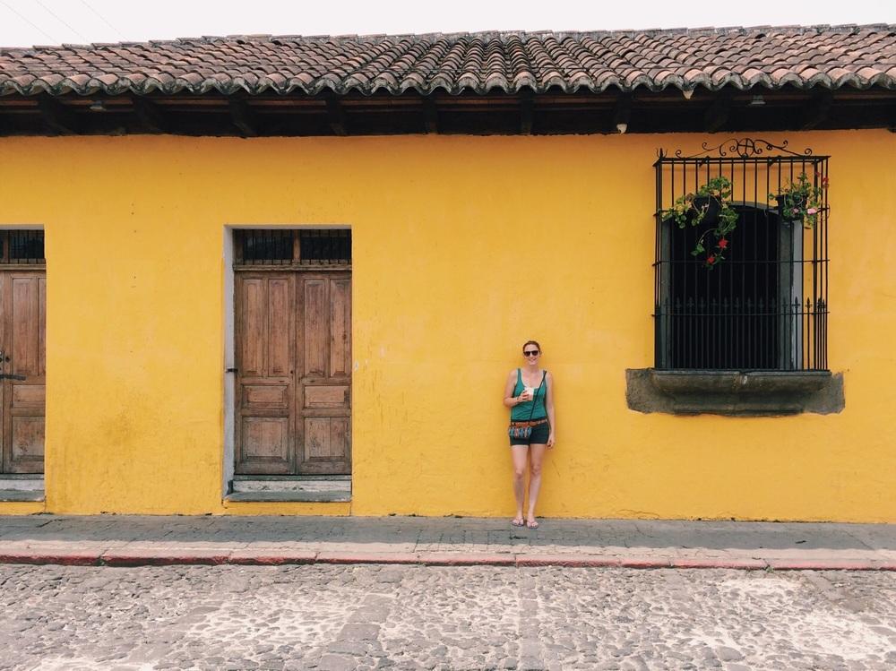 Marion und ihr Fruchtsaft in Antigua.