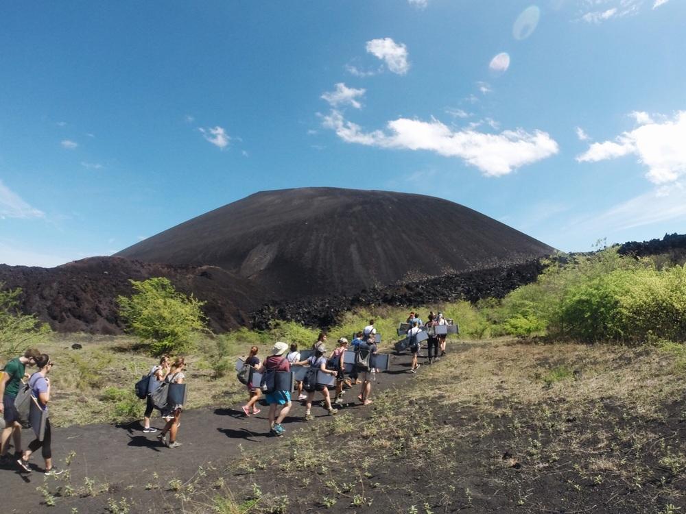 Aufstieg auf den Vulkan Cerro Negro.