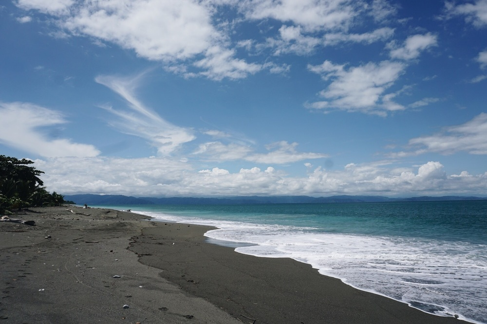 Playa Plantanares bei Puerto Jimenez.