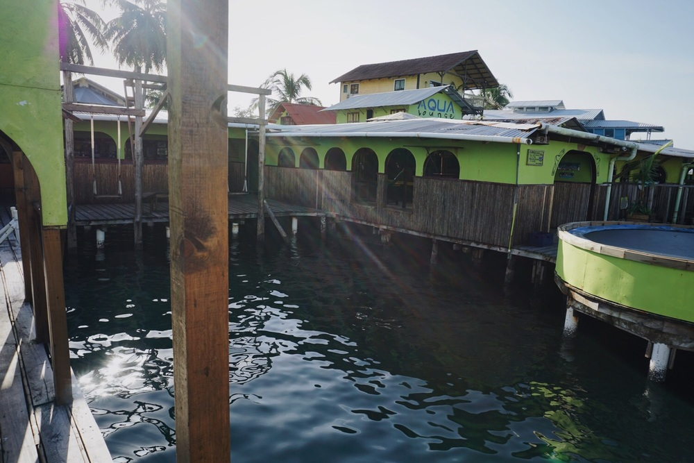 Die Aqua Lounge mit Wasser-Trampolin.