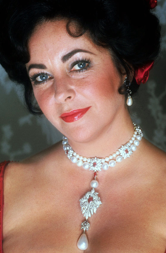 Elizabeth Taylor wearing La Peregrina pearl in the necklace designed for it by Cartier.