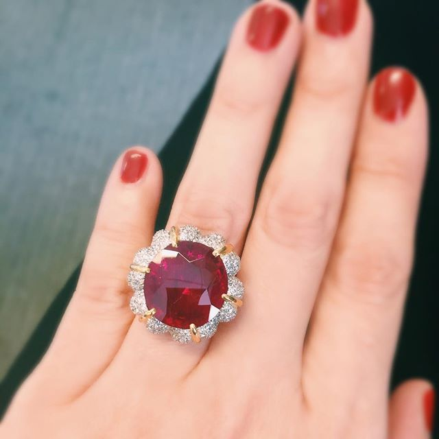 The beautiful Jubilee Ruby, with a weight of 15.99 carats, imaginatively set by Verdura.