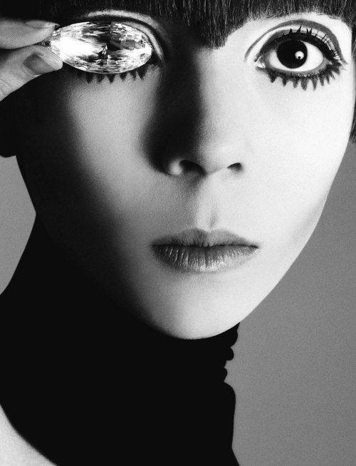 Penelope Tree famously photographed by Richard Avedon with the Briolette of India diamond.