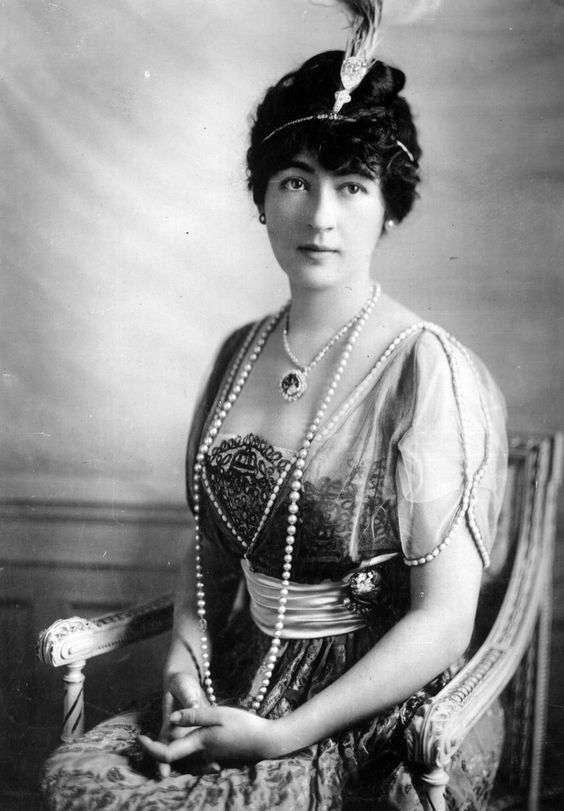 The heiress Evalyn Walsh McLean in 1912 wearing a feathered aigrette set with a diamond of a stupendous side.  Round her neck is the infamous Hope diamond.