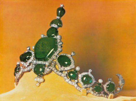 The Kapurthala Tiara in emeralds and diamonds, by Cartier.  It was commissioned by the Maharaja in the early 1930s and is a triumph of the neo Indian jewels Cartier was creating for the Indian rulers at the time.