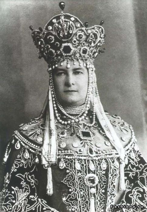 The Grand Duchess Vladimir wearing the emeralds for the great Court ball of 1903.  Aside from the emeralds on her headdress, note the other stones of size and importance on her clothes.