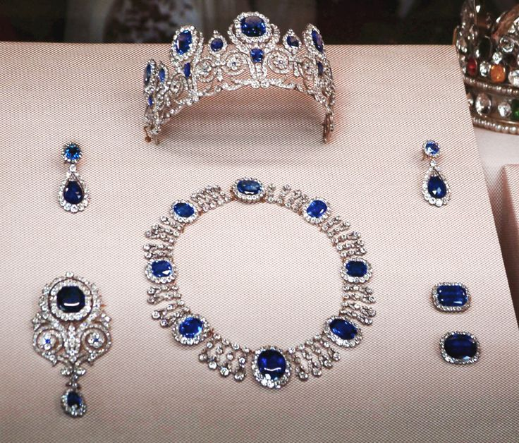 Sapphire parure belonging to the Empress Josephine, now in the Louvre.