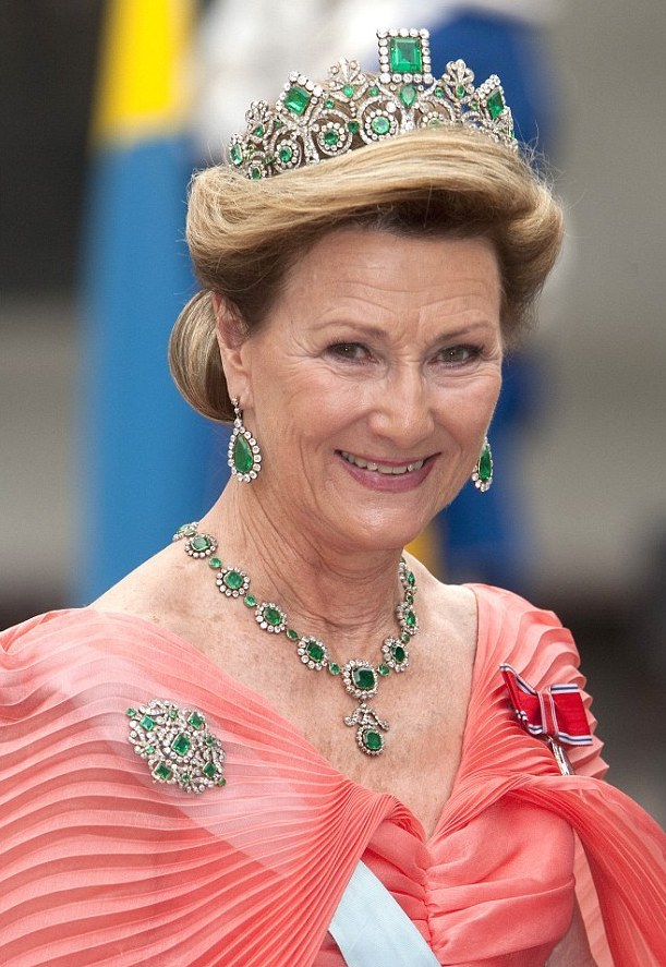 Queen Sonja of Norway wears the Empress Josephine's emerald tiara. It passed to her husband's family through inheritance and thence descent.