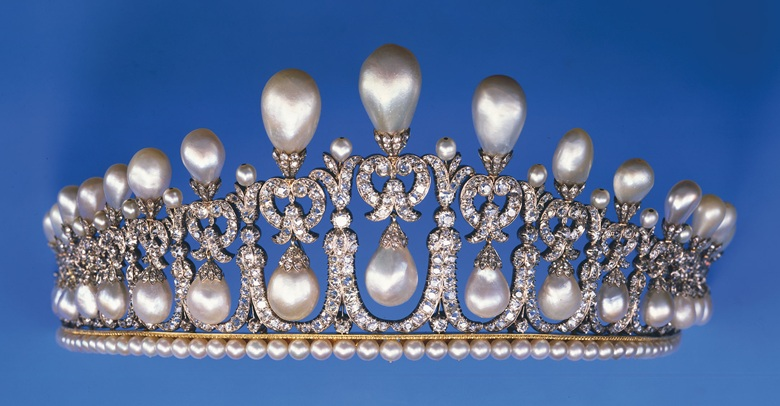 The original Lover's Knot tiara, from which Queen Mary copied hers: note the upright pearls on top of the piece.