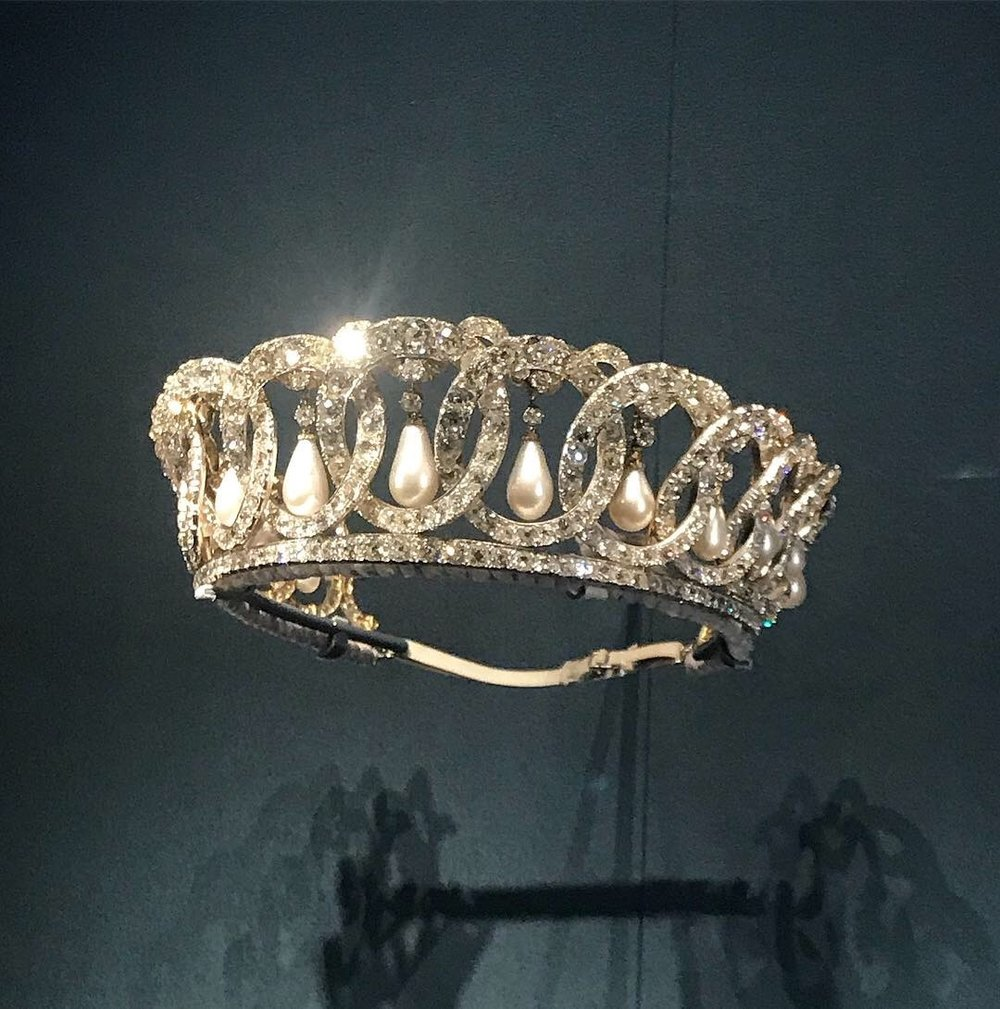 A fine three quarter view of the Grand Duchess Vladimir tiara .