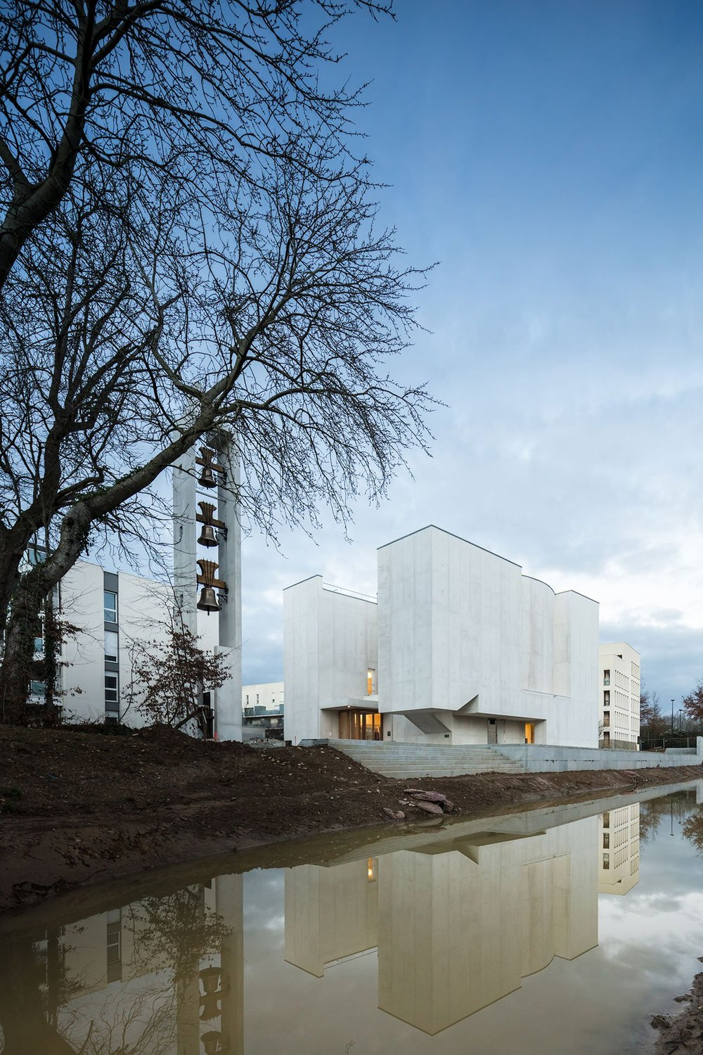 s5_church_of_saint_jacques_de_la_lande_rennes_france_alvaro_siza_vieira_dezainaa_1.jpg