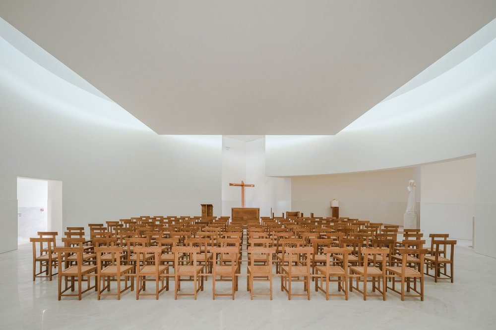 s5_church_of_saint_jacques_de_la_lande_rennes_france_alvaro_siza_vieira_dezainaa_5.jpg