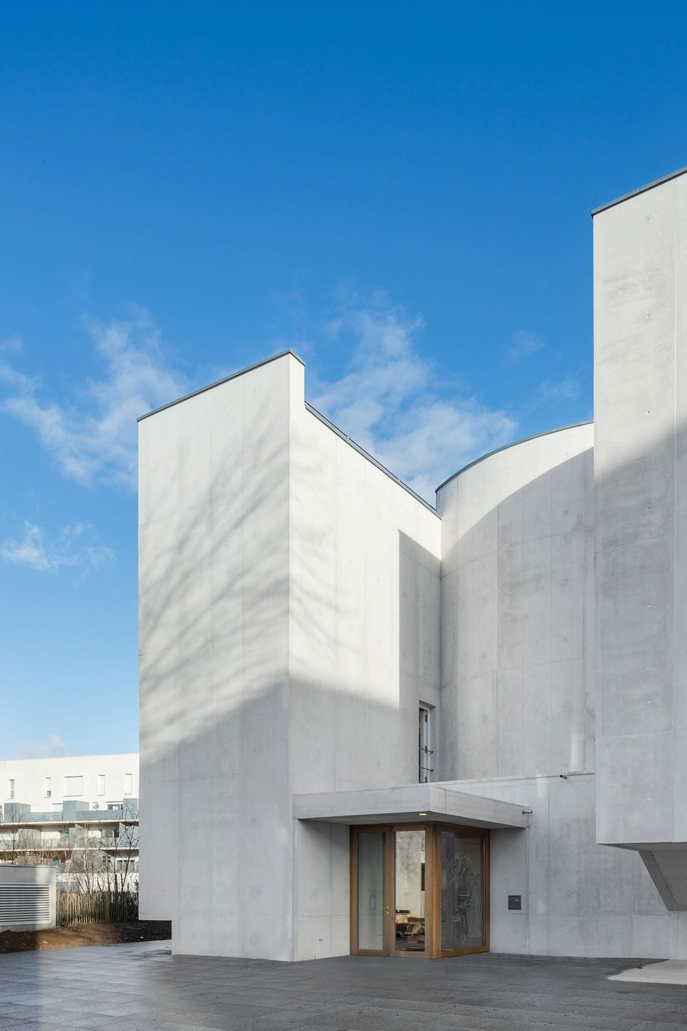 s5_church_of_saint_jacques_de_la_lande_rennes_france_alvaro_siza_vieira_dezainaa_6.jpg