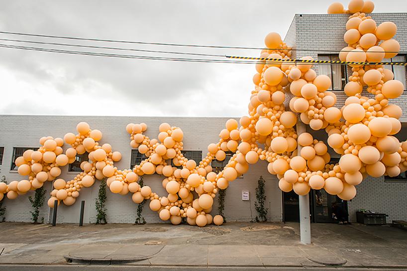 geronimo-balloon-diminishing-elation-dezainaa-01.jpg