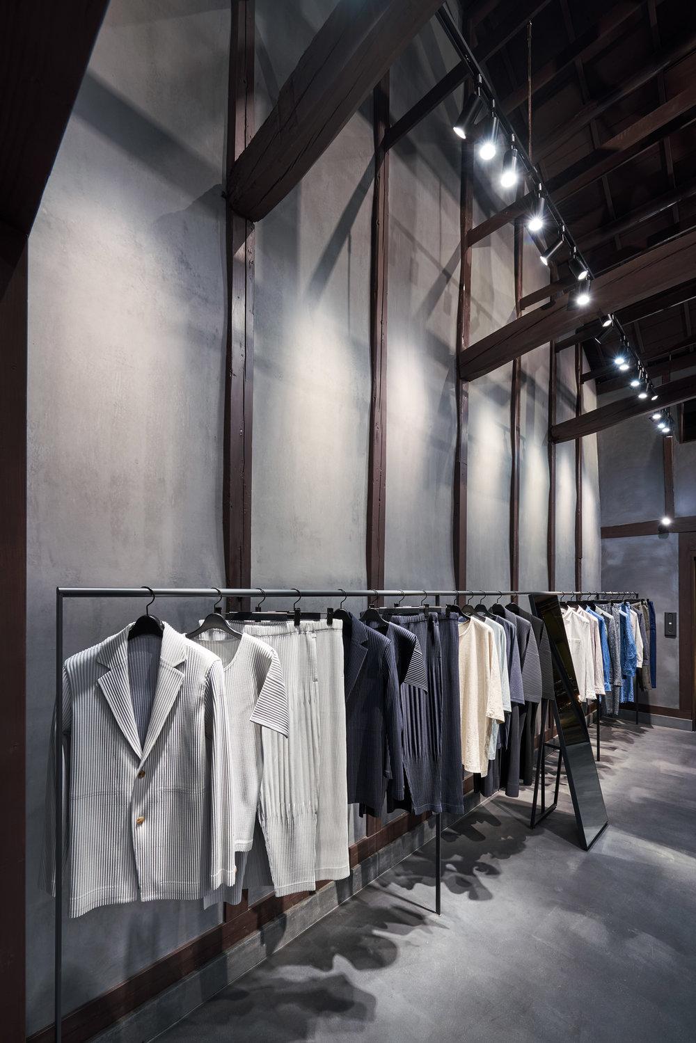 interiors-retail-shops-issey-miyake-kyoto-japan_dezainaa_4.jpg