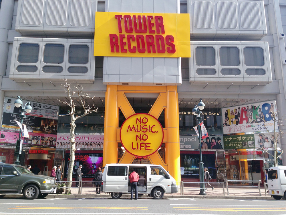 東京澀谷全日本最大間的「Tower Records」大門口。© 許哲寧