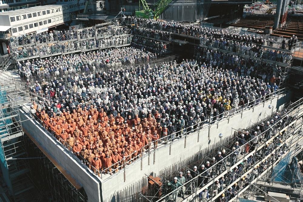 攝影師「篠山紀信」拍攝東京新重點區域「虎之門之丘」建築建造工地現場。©圓神出版