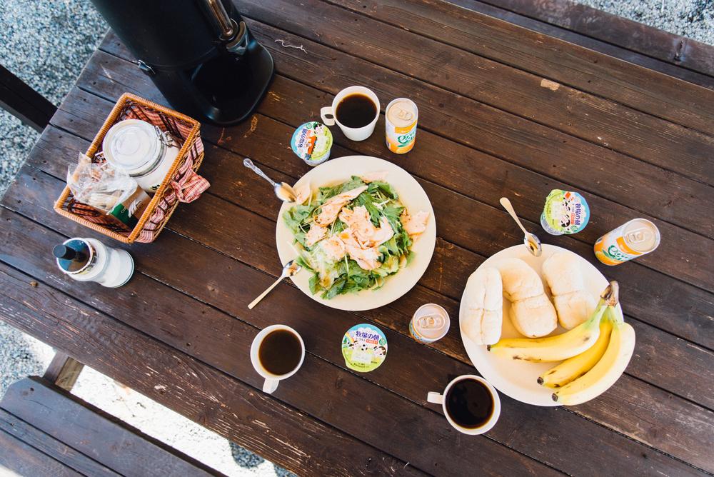 隔天起了個大早,在湛藍天空、清新空氣及微風吹拂的環境下,享用早餐。