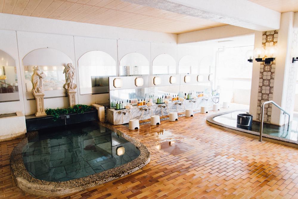 據說檜垣飯店的溫泉對神經痛、風濕症等特別有治療效果,因此結束戶外活動後,最適合來此將整個人泡進溫泉水裡,洗去一身疲憊。
