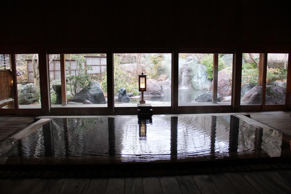 法師温泉的玉城乃湯,有室內也有露天風呂可提供不同情境的享受。