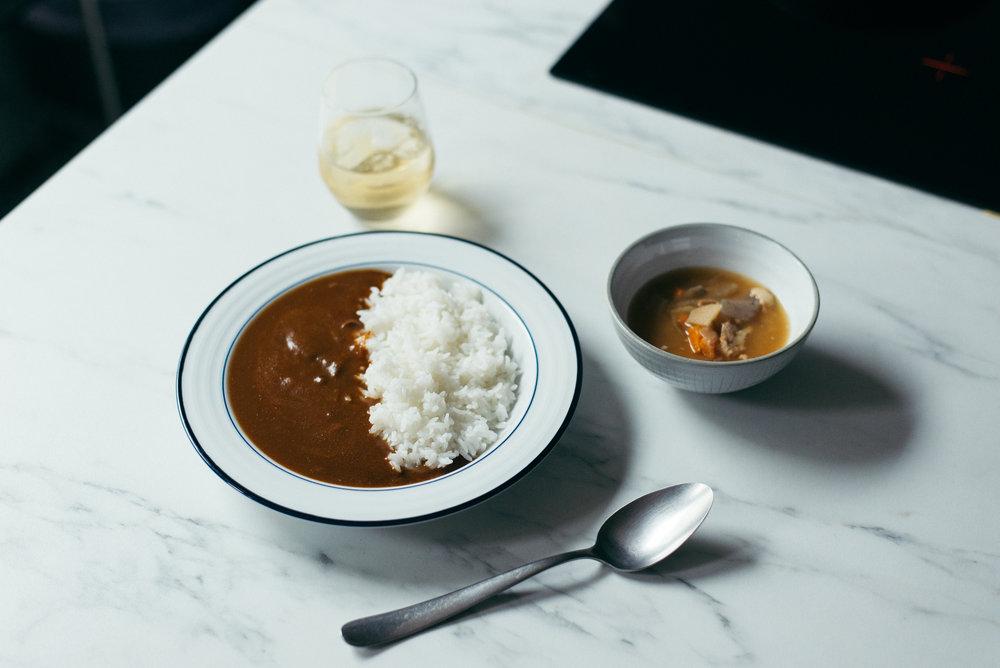 豐富餡料杯湯、咖哩飯、梅酒