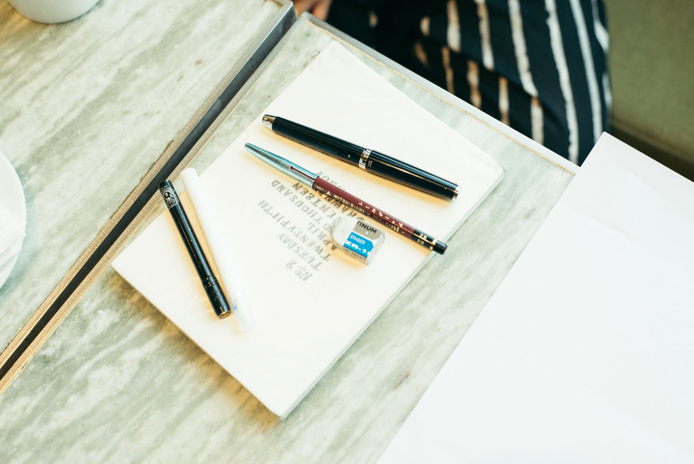 固態油漆筆大部份使用於工程上,即使下雨或不小心觸碰到都不會脫落,而且與粉筆質感極為相似,是CHALKBOY最常與粉筆相互搭配使用的創作媒材。