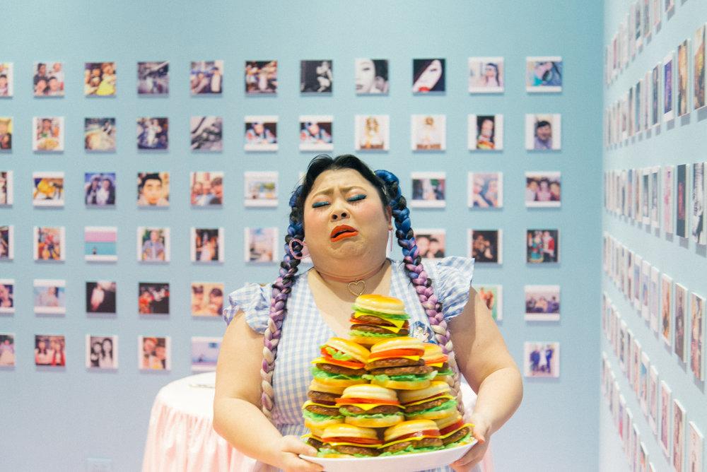 渾身是戲的渡邊直美在個人臺灣首展上展現最真實的一面。