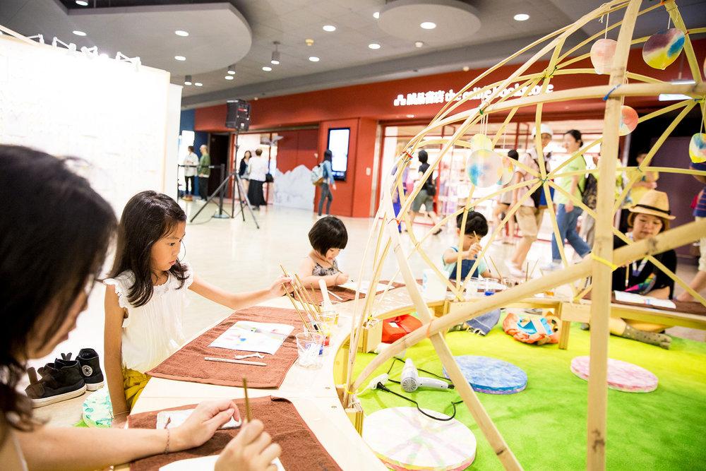 每周日下午「Children's Room」舉辦水彩暈染體驗活動