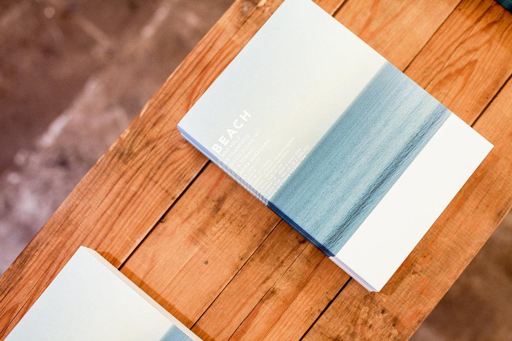 採訪當週店內陳列的是攝影師泊昭雄最新作品《BEACH》