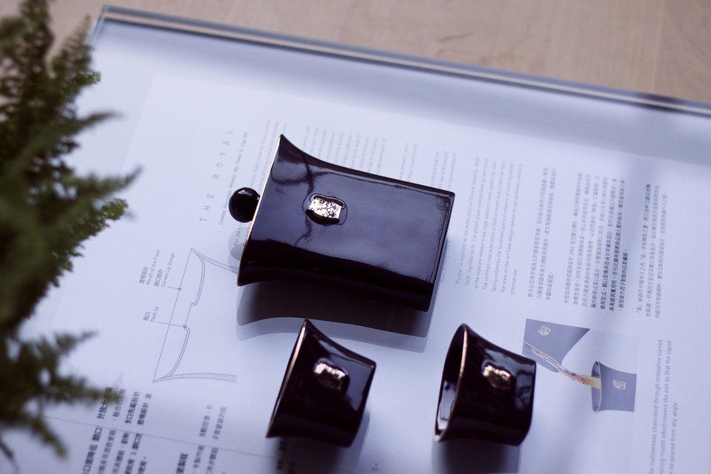 替皇家禮炮發想的臺灣獨家隨身瓷器酒壺