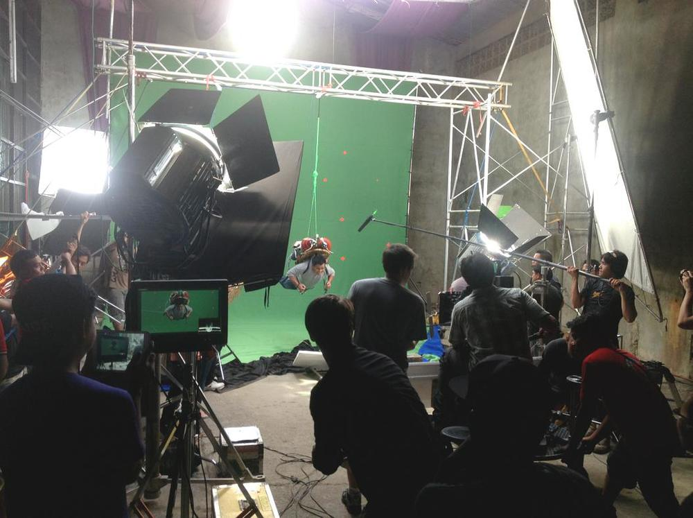 """<p><strong>GREEN SCREEN</strong><a href=""""/area-of-your-site""""></a></p>"""