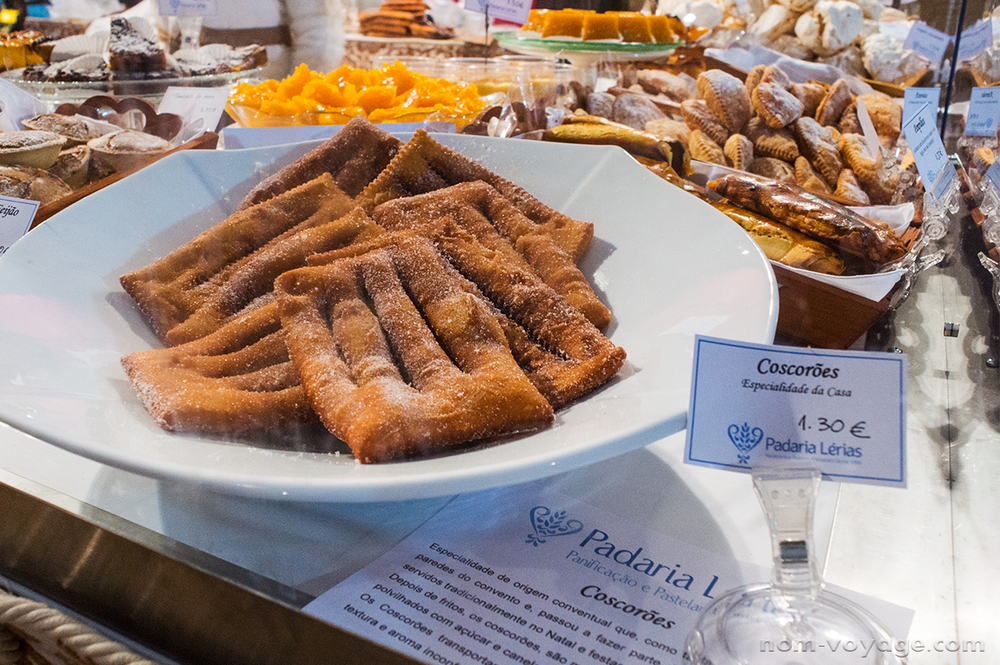 Coscorões: classic fried dough covered in sugar