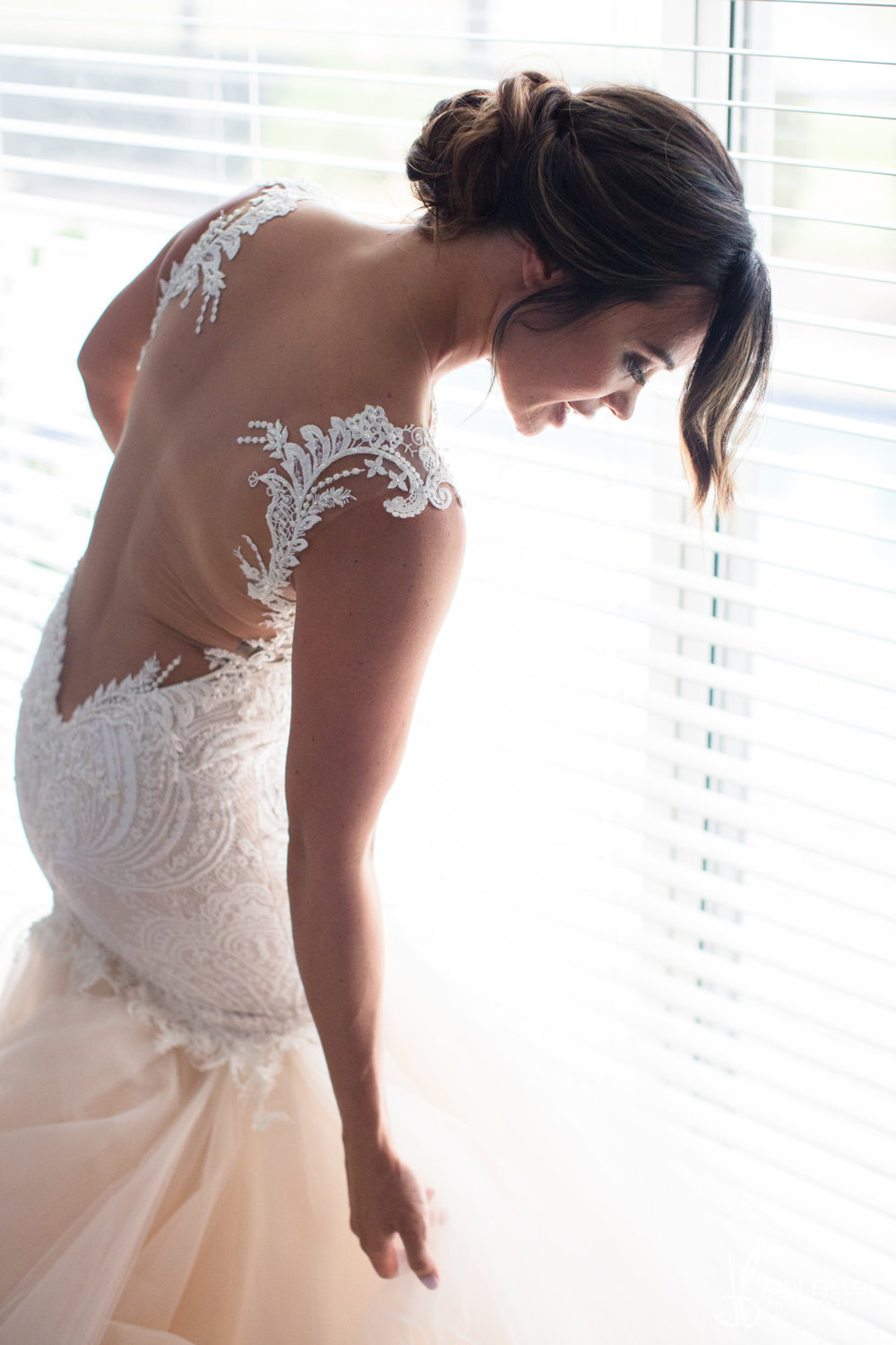 0009BRIDE-WEDDING-PREP.jpg