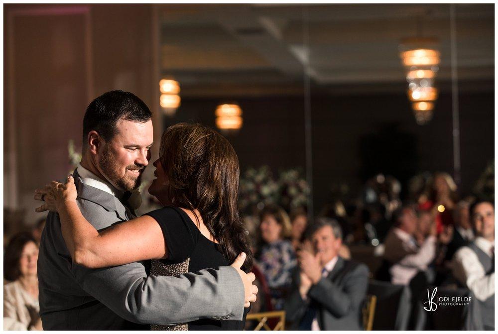 Pelican-Club-Jupiter-Wedding-reception-first-dance_0140.jpg
