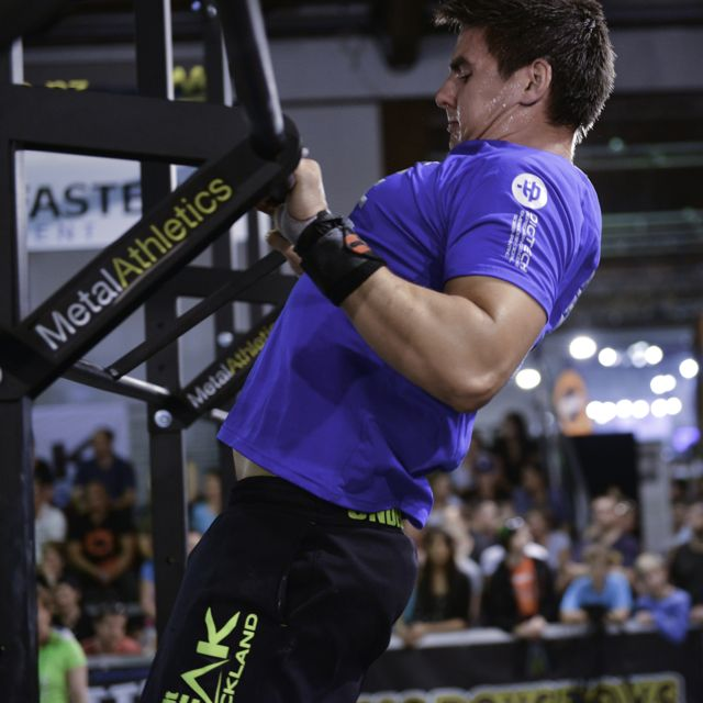 A chest-to-bar pull up