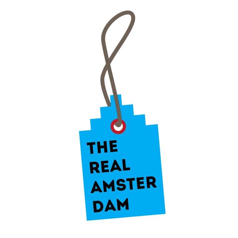 The Real Amsterdam verzorgt tours door Amsterdam. Door een trapgevel te gebruiken als bagagelabel, worden toerisme en Amsterdam gecombineerd in één sterk grafisch beeld.