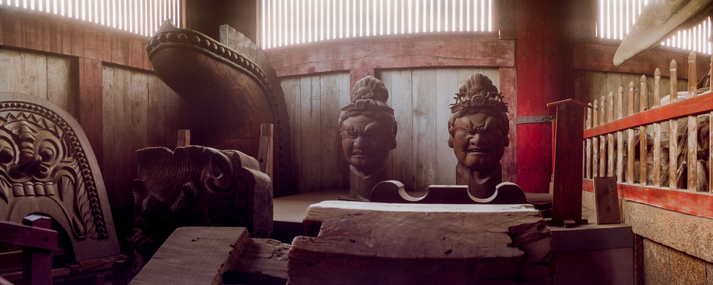 13-nara-two-heads-todaiji.jpg