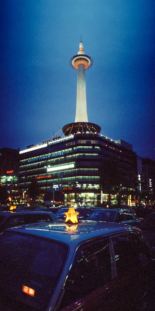 21-kyoto-tower-at-night.jpg
