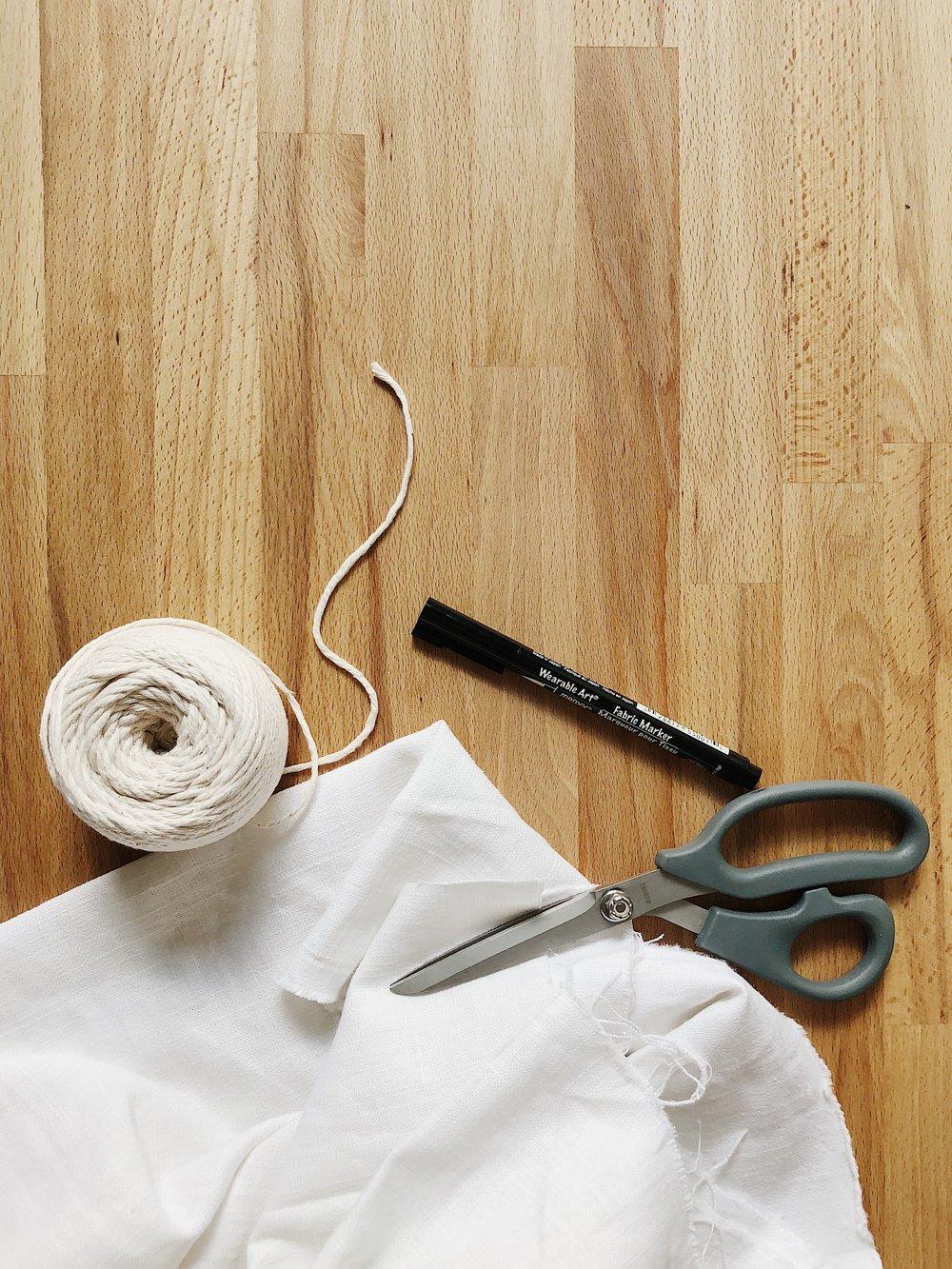 DIY HAND LETTERED LINEN GIFT WRAP TUTORIAL