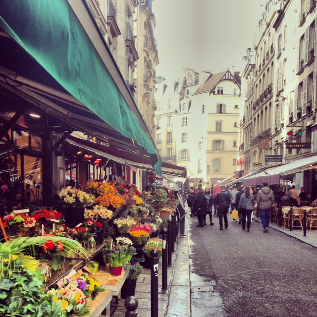 A flower market in Saint Germain des Pres....so pretty!