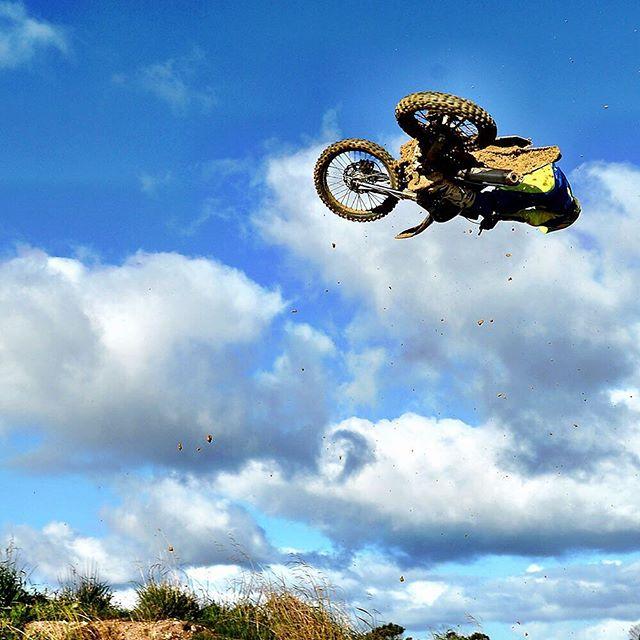 #TBT @cheyneboyd4 for being Cheyne Boyd. #simple #throwbackthursday #mx #maddog #candrink #canride #motocross @yamaha_park4mx @yamahamotoraus @shiftmxaustralia @alpinestarsaus @oakleyaus_nz #BNW www.jeffcrowphoto.com